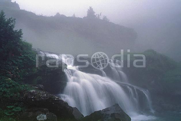 aa0167-24GE Torrent de montagne dans la brume, Europe, CEE, moyenne montagne, paysage, rivière (France).