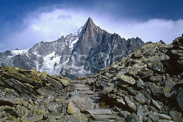 aa0338-29GE Aiguilles des Drus, Massif of Mont-Blanc, Haute-Savoie, Alpes, Europe, CEE, ciel nuageux, falaise, moyenne montagne, paysage, Annecy 2018 (France).