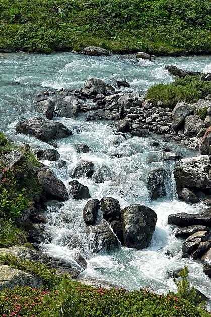 aa041245LE libre de droits Beaufortain, Savoie, Alpes, Europe, CEE, C02, C01, moyenne montagne, paysage, rivière (France).
