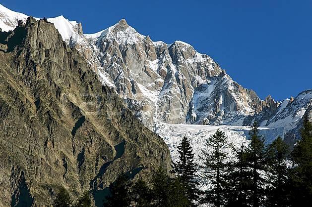 aa041799LE : Depuis le Col Checrouit, Alpes.  Europe, CEE, glacier, falaise, C02, C01 arbre, moyenne montagne, paysage (Italie).