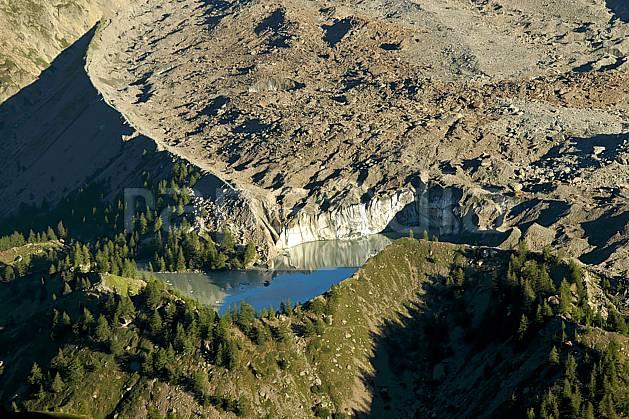 aa042113LE : Depuis le Col Checrouit, lac glaciaire, Alpes.  Europe, CEE, glacier, C02, C01, vue aérienne lac, moyenne montagne, paysage (Italie).
