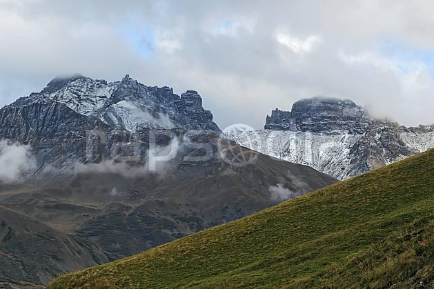 aa042724LE : Beaufortain, Savoie, Alpes.  Europe, CEE, mauvais temps, C02, C01, champ moyenne montagne, nuage, paysage (France).