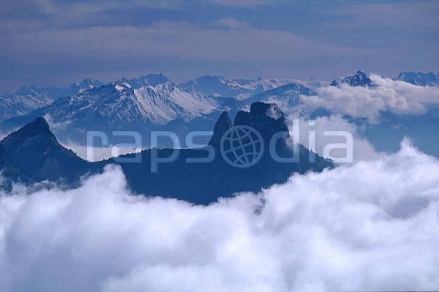aa0479-12GE les dents de lanfon depuis le parmelan, haute-savoie, Europe, EEC, hazy, escapism, espace, clearness, middle mountain, cloud, landscape, Annecy 2018 (France).