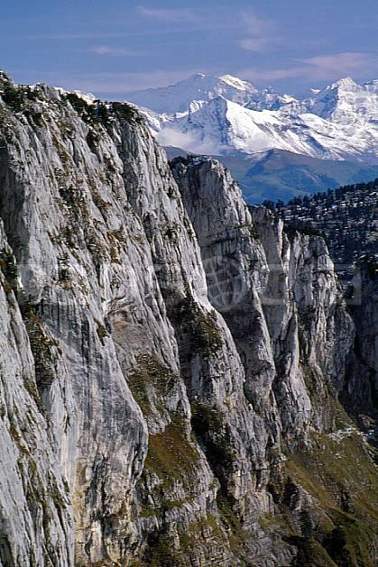 aa0479-25GE falaise du parmelan, haute-savoie, Europe, EEC, hazy, cliff, middle mountain, landscape, Annecy 2018 (France).