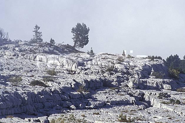 aa0479-29LE : Lapiaz du Parmelan, Haute-Savoie, Alpes.  Europe, CEE, ciel voilé, C02, C01, érosion moyenne montagne, paysage, Annecy 2018 (France).