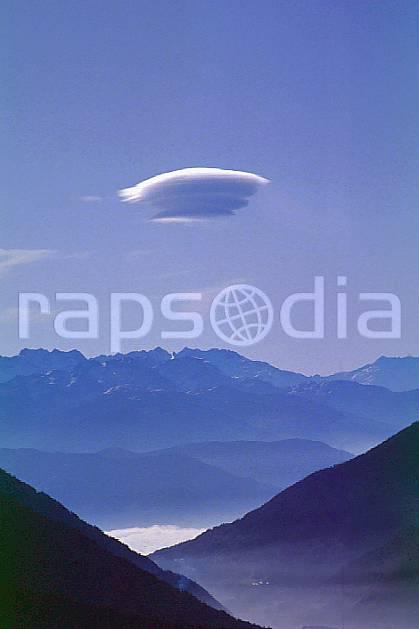 aa0491-04GE cumulus lenticulaire sur la vallée, haute-savoie, Europe, EEC, fog, blue sky, middle mountain, cloud, landscape, Annecy 2018 (France).