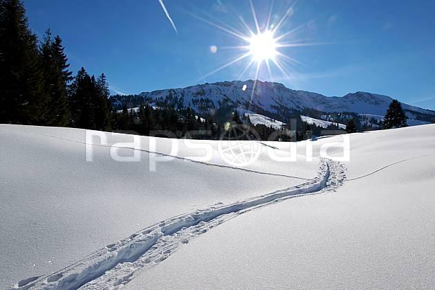 aa050210LE : Paysage de Bavière.  Europe, CEE, trace, C02, C01, poudreuse moyenne montagne, paysage, soleil (Allemagne).