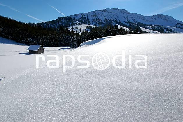 aa050233LE : Paysage de Bavière.  Europe, CEE, cabane, C02, C01, poudreuse, solitude, pureté environnement, habitation, moyenne montagne, paysage (Allemagne).