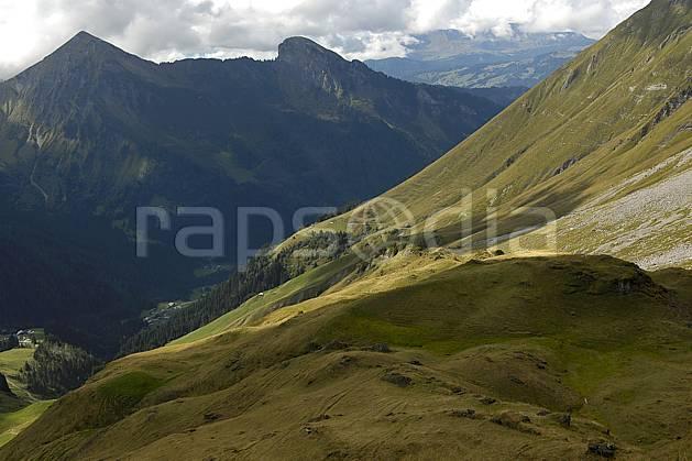 aa055694LE : Morzine, Avoriaz, sous la Pointe de Fornet, Haute-Savoie, Alpes.  Europe, CEE, vallée, alpage, C02, C01 moyenne montagne, paysage, Annecy 2018 (France).