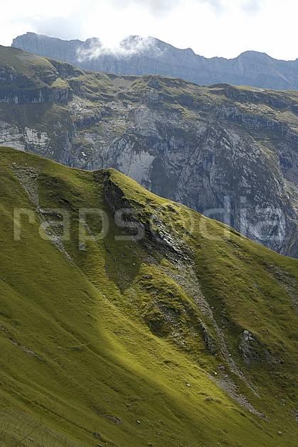 aa055695LE : Morzine, Avoriaz, sous la Pointe de Fornet, Haute-Savoie, Alpes.  Europe, CEE, alpage, C02, C01, arrête moyenne montagne, paysage, Annecy 2018 (France).