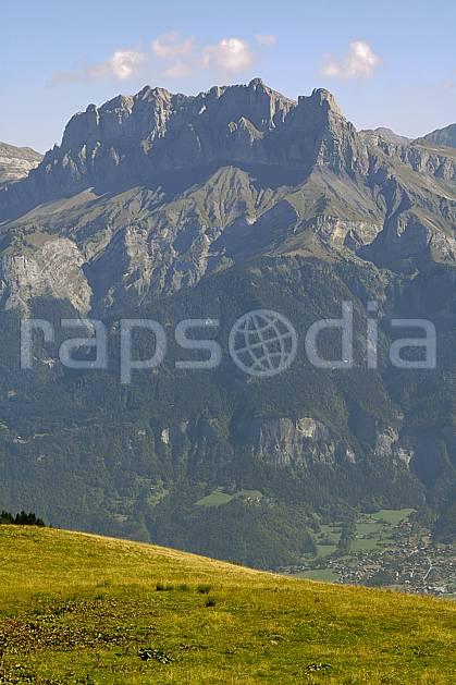 aa055794LE : Tête du Colonney et Aiguille de Varan depuis Croisse Baulet, Haute-Savoie, Alpes.  Europe, CEE, alpage, C02, C01 forêt, moyenne montagne, paysage, Annecy 2018 (France).