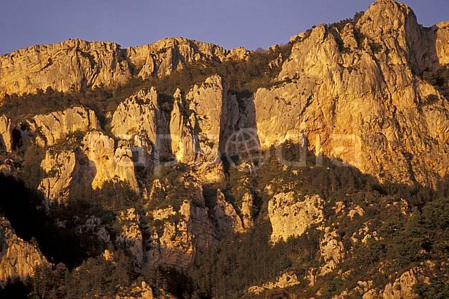 aa0580-20LE : Falaises dans le Verdon, Var.  Europe, CEE, falaise, C02, C01, coucher de soleil moyenne montagne, paysage (France).