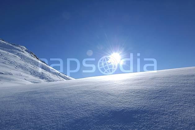 aa060525LE : Champs de neige fraîche, Les Arcs, Savoie, Alpes.  Europe, CEE, poudreuse, C02, C01, contrejour, trace moyenne montagne, paysage, soleil (France).