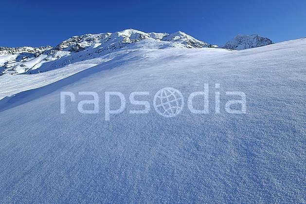 aa060530LE : Champs de neige fraîche, Les Arcs, Savoie, Alpes.  Europe, CEE, poudreuse, C02, C01, pureté moyenne montagne, paysage (France).