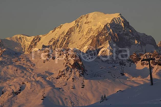 aa060553LE : Les Arcs, vue sur le massif du Mont Blanc, Savoie, Alpes.  Europe, CEE, coucher de soleil, téléski, C02, C01, station de ski moyenne montagne, paysage, soleil (France).