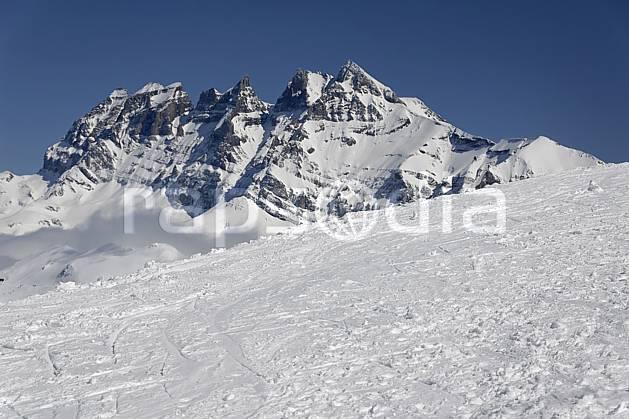 aa061062LE : Avoriaz, vue sur les Dents du Midi, Haute-Savoie, Alpes. ski de randonnée Europe, CEE, sport, loisir, action, glisse, sport de montagne, sport d'hiver, ski, C02, C01, trace moyenne montagne, paysage, Annecy 2018 (France).