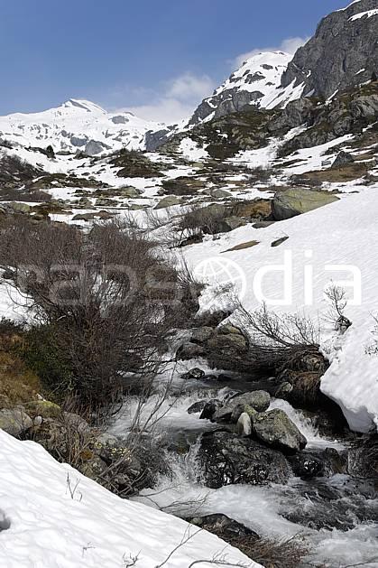 aa062238LE : Torrent de montagne, fonte des neiges, La Rosière, Alpes.  Europe, CEE, C02, C01 moyenne montagne, paysage, rivière (France).