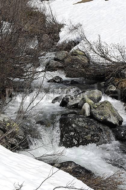 aa062239LE : Torrent de montagne, fonte des neiges, La Rosière, Alpes.  Europe, CEE, C02, C01 moyenne montagne, rivière (France).