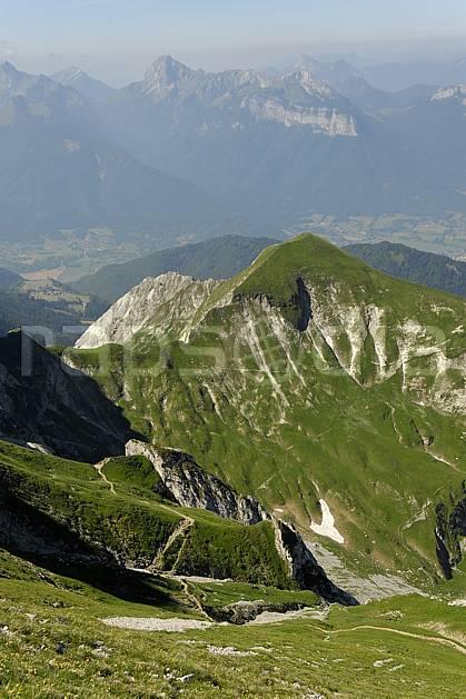 aa062532LE : Massif de la Tournette, Haute-Savoie, Alpes.  Europe, CEE, C02, C01, sentier, alpage, arête moyenne montagne, paysage, Annecy 2018 (France).