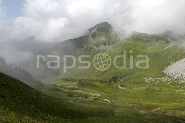 aa063023LE : Cornettes de Bise, Chablais, Haute-Savoie, Alpes.  Europe, CEE, vallée, brouillard, C02, C01, alpage moyenne montagne, nuage, paysage, Annecy 2018 (France).