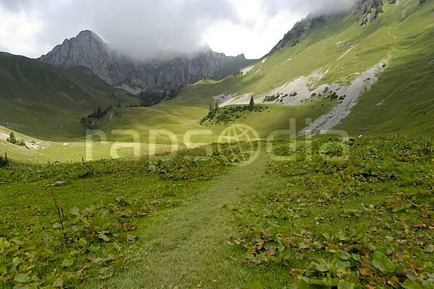 aa063027LE : Cornettes de Bise, Chablais, Haute-Savoie, Alpes.  Europe, CEE, alpage, C02, C01 moyenne montagne, nuage, paysage, Annecy 2018 (France).
