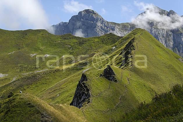 aa063349LE : Col de Bise, Chablais, Haute-Savoie, Alpes.  Europe, CEE, arête, C02, C01 moyenne montagne, paysage, Annecy 2018 (France).