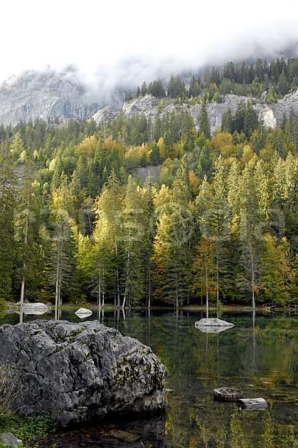 aa063400GE plateau d'assy, lac vert, haute-savoie, Europe, EEC, forest, lake, middle mountain, cloud, landscape, Annecy 2018 (France).