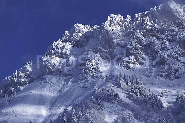 aa0695-35LE : Les Lanfonnets, Haute-Savoie, Alpes.  Europe, CEE, ciel bleu, sapin, C02, C01, poudreuse arbre, moyenne montagne, paysage, Annecy 2018 (France).