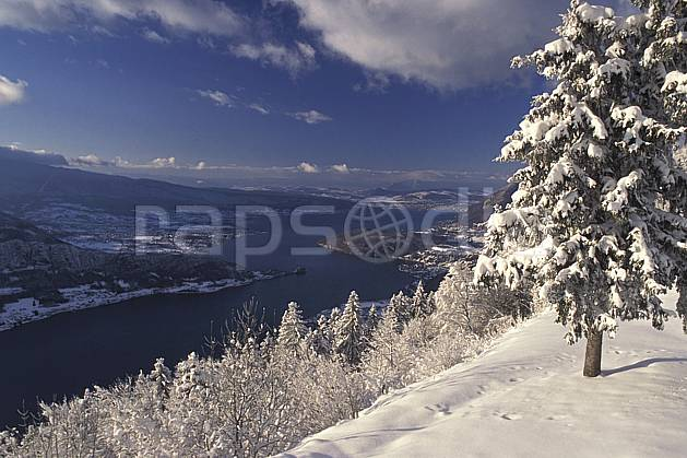 aa0696-26LE : Col de la Forclaz, Annecy, Haute-Savoie, Alpes.  Europe, CEE, sapin, C02, C01 arbre, lac, moyenne montagne, paysage, Annecy 2018 (France).