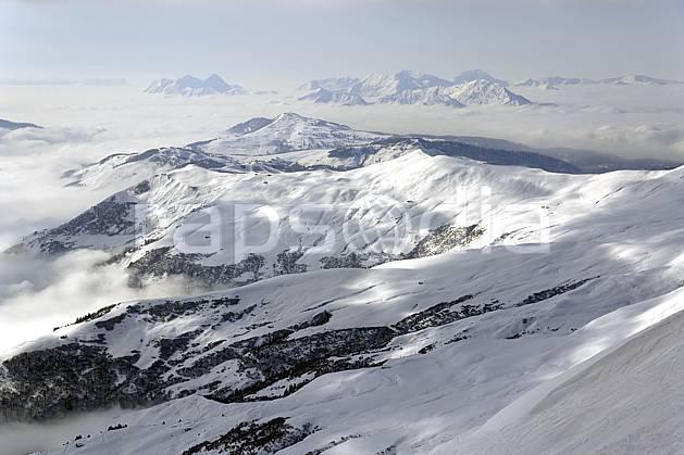 aa070003LE : Depuis le col du Joly (Les Contamines), vue sur la vallée d'Hauteluce et les Saisies, Beaufortain, Alpes.  Europe, CEE, C02, vallée, brouillard moyenne montagne, nuage, paysage (France).