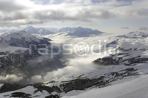 aa070004LE : Depuis le col du Joly (Les Contamines), vue sur la vallée d'Hauteluce et les Saisies, Beaufortain, Alpes.  Europe, CEE, brouillard, C02, vallée, mauvais temps moyenne montagne, nuage, paysage (France).