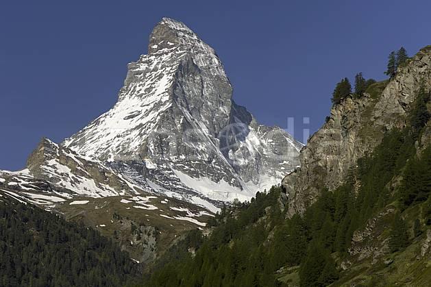 aa070356LE : Le Cervin vu depuis Zermatt, Alpes.  Europe, falaise, C02 forêt, moyenne montagne, paysage (Suisse).