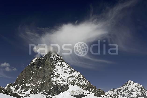 aa070361LE : Le Cervin vu depuis les pistes de ski de Zermatt, Alpes.  Europe, falaise, C02 moyenne montagne, nuage, paysage (Suisse).
