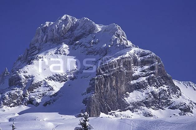 aa0719-35LE : Pointe Perçée, Aravis, Haute-Savoie, Alpes.  Europe, CEE, ciel bleu, falaise, C02, C01 moyenne montagne, paysage, Annecy 2018 (France).