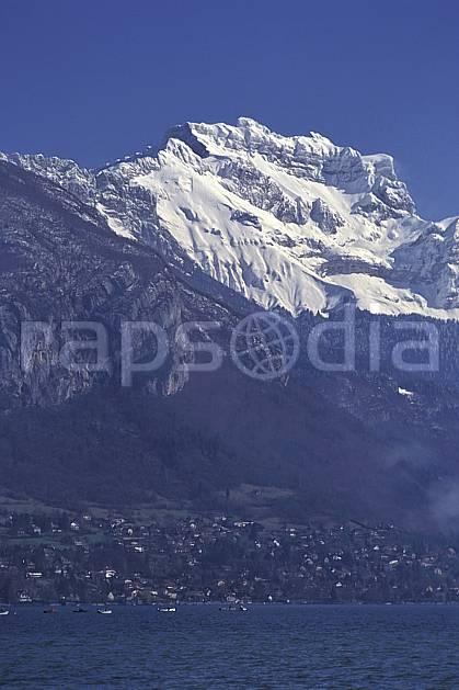 aa0721-05LE : Lac d'Annecy, la Tournette, Haute-Savoie, Alpes.  Europe, CEE, ciel bleu, C02, C01 moyenne montagne, paysage, Annecy 2018 (France).