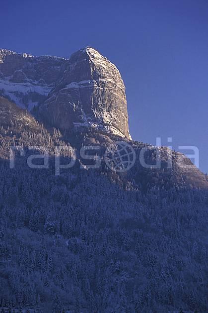 aa0886-15LE : Tête à Turpin, Haute-Savoie, Alpes.  Europe, CEE, ciel bleu, falaise, C02, C01 arbre, forêt, moyenne montagne, paysage, Annecy 2018 (France).