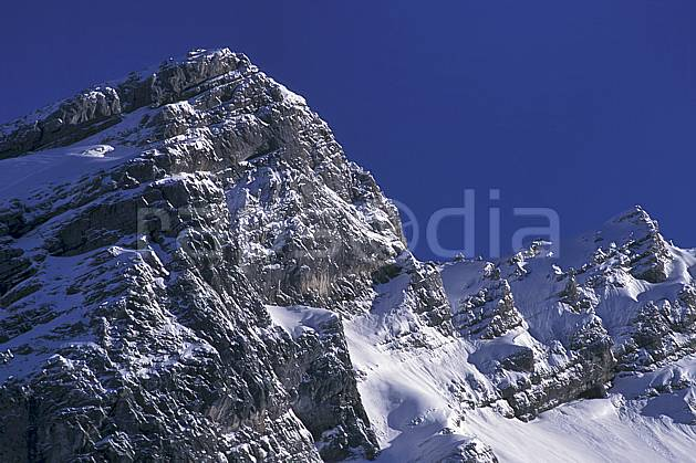 aa0887-04LE : Aravis, Haute-Savoie, Alpes.  Europe, CEE, ciel bleu, falaise, C02, C01 moyenne montagne, paysage, Annecy 2018 (France).