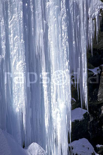 aa0913-12LE : Rideau de glace, Alpes.  Europe, CEE, glace, stalactite, C02, C01  (France).