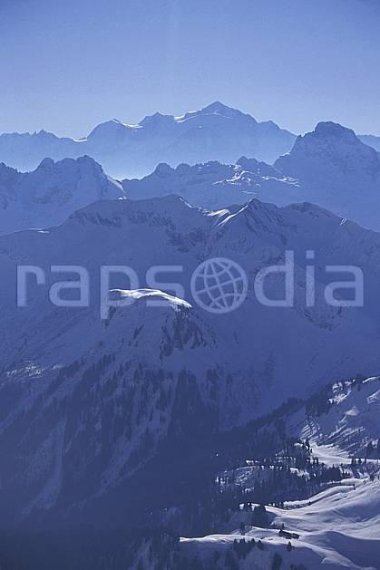 aa0916-36LE : Les Alpes en hiver, Arrière plan : le Mont Blanc, Haute-Savoie.  Europe, CEE, brouillard, ciel bleu, C02, C01 moyenne montagne, paysage, Annecy 2018 (France).