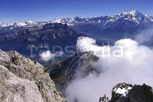aa1047-06LE : Paysage depuis la Pointe Percée- Massif des Aravis, Haute-Savoie, Alpes.  Europe, CEE, panorama, chaine de montagnes, vallée, C02, C01 moyenne montagne, nuage, paysage, Annecy 2018 (France).