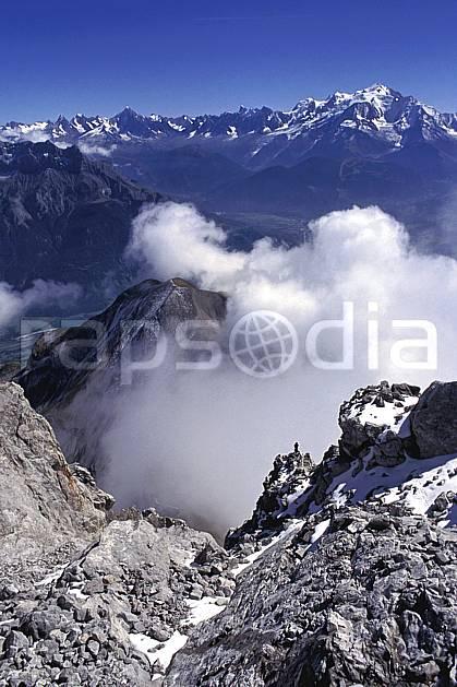 aa1047-07LE : Paysage depuis la Pointe Percée- Massif des Aravis, Haute-Savoie, Alpes.  Europe, CEE, panorama, chaine de montagnes, vallée, C02, C01 moyenne montagne, nuage, paysage, Annecy 2018 (France).
