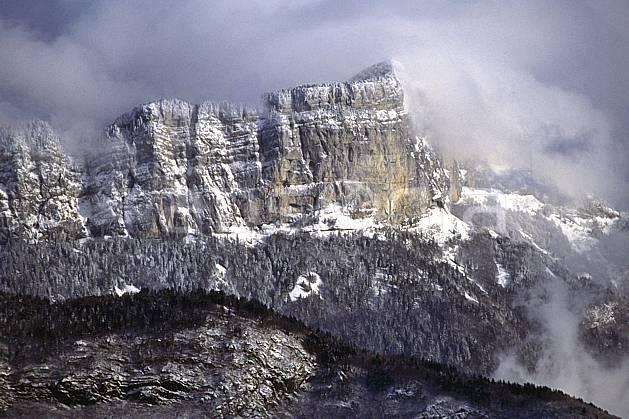 aa1078-16LE : Pertuis, Haute-Savoie, Alpes.  Europe, CEE, ciel nuageux, falaise, C02, C01 forêt, moyenne montagne, nuage, paysage, Annecy 2018 (France).