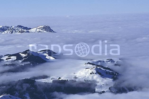 aa1092-29LE : Plateau de Beauregard, Haute-Savoie, Alpes.  Europe, CEE, ciel voilé, évasion, espace, mer de nuages, pureté, vue aérienne, C02, C01 moyenne montagne, nuage, paysage, Annecy 2018 (France).
