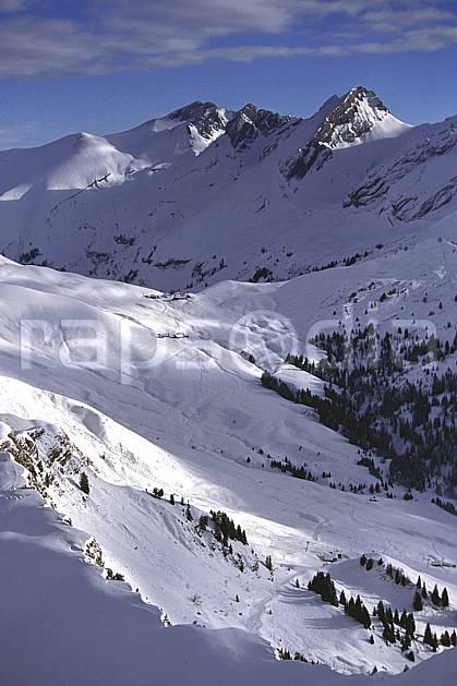 aa1102-26LE : Aravis, Haute-Savoie, Alpes.  Europe, CEE, vallée, C02, C01 moyenne montagne, paysage, Annecy 2018 (France).