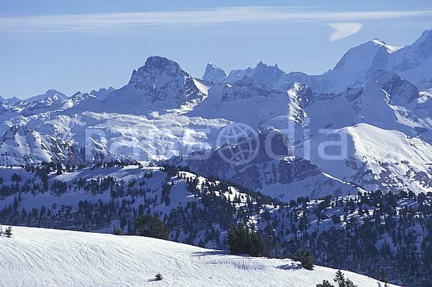 aa1119-13LE : Pointe Percée & Aravis, Haute-Savoie, Alpes.  Europe, CEE, ciel voilé, chaine de montagnes, C02, C01 moyenne montagne, paysage, Annecy 2018 (France).