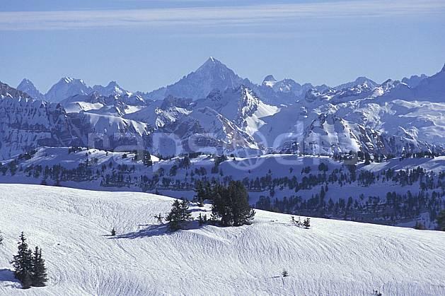 aa1119-15LE : Aravis, Haute-Savoie, Alpes.  Europe, CEE, ciel voilé, chaine de montagnes, C02, C01 moyenne montagne, paysage, Annecy 2018 (France).