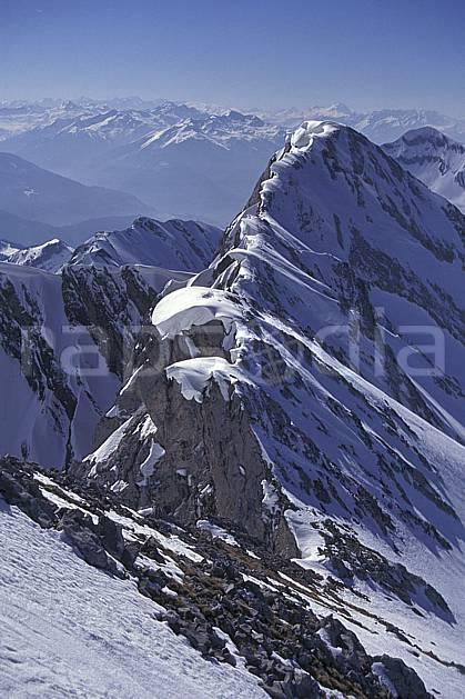 aa1148-05LE : Aravis, Haute-Savoie, Alpes.  Europe, CEE, ciel bleu, arête, C02, C01 moyenne montagne, paysage, Annecy 2018 (France).