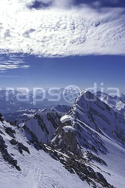 aa1148-06LE : Aravis, Haute-Savoie, Alpes.  Europe, CEE, ciel nuageux, arête, sommet, panorama, C02, C01 moyenne montagne, nuage, paysage, Annecy 2018 (France).