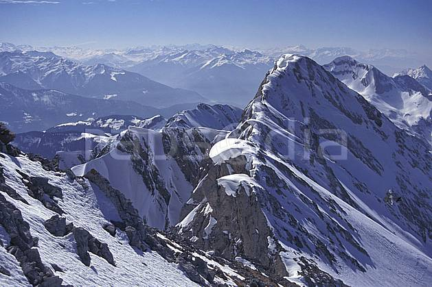 aa1148-08LE : Aravis, Haute-Savoie, Alpes.  Europe, CEE, ciel bleu, arête, sommet, panorama, C02, C01 moyenne montagne, paysage, Annecy 2018 (France).