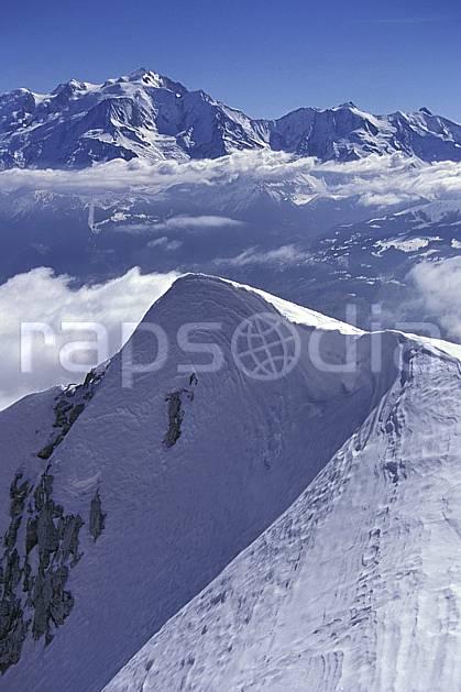 aa1150-17LE : Massif du Mont Blanc depuis la Pointe Percée, Haute-Savoie, Alpes.  Europe, CEE, ciel bleu, arête, sommet, C02, C01 moyenne montagne, paysage, Annecy 2018 (France).
